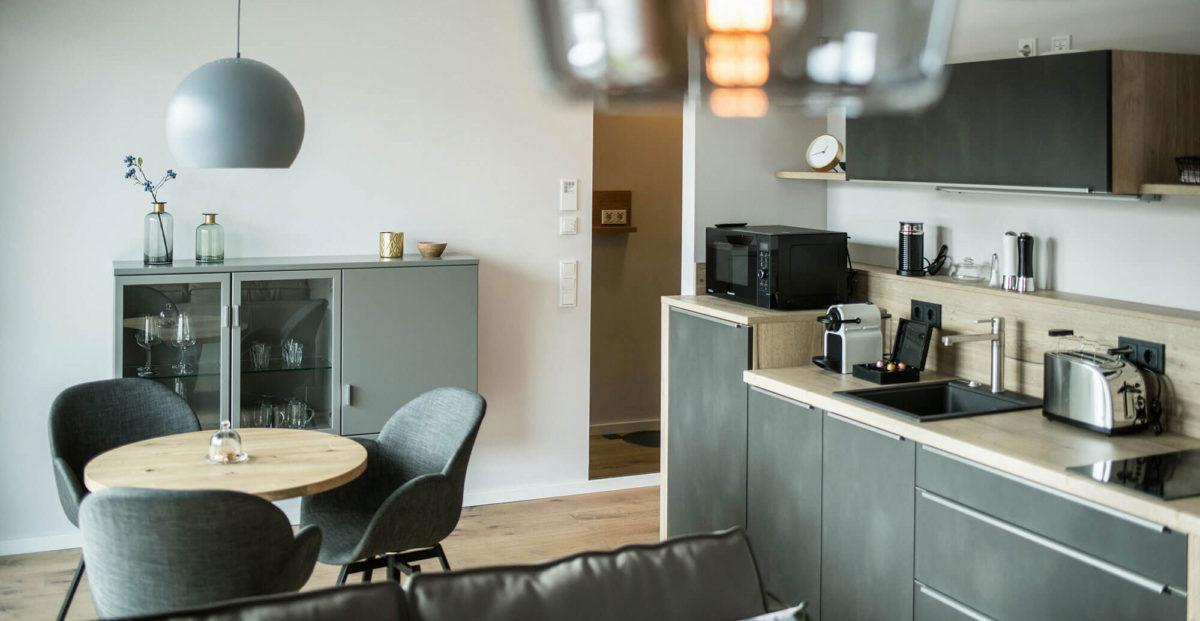 Ferienwohnung Thüringen – Smart Suite – Küche und Wohnbereich